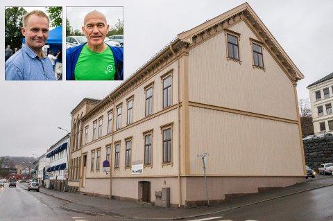 SNUR: Knut Olav Omholt (t.v.) og Olav Nordheim snur i Festiviteten-saken. Dermed støtter en samlet SP-gruppe rådmannens forslag, og det er ikke lenger flertall for å fortsette rehabiliteringsprosjektet av den ærverdige bygningen på Storgata.