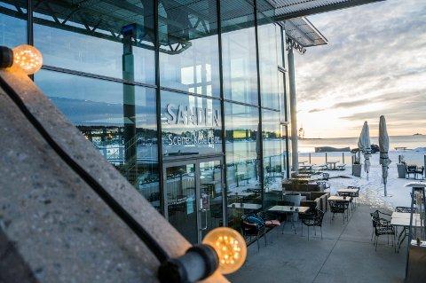 I SKJENKETRØBBEL: Sanden Kafé & Bar har fått et forhåndsvarsel om prikktildeling i posten fra kommunen.