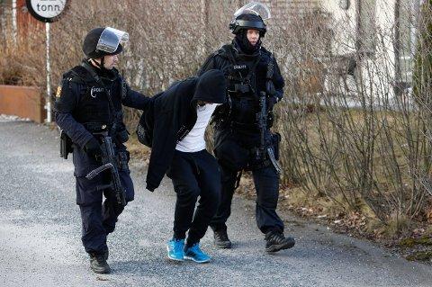 TRUET POLITI MED VÅPEN: Den nå 32 år gamle mannen ble pågrepet etter en stor politiaksjon i Asker i 2017. Han hadde da truet en politimann med pistol. Foto: Tore Meek (NTB scanpix)
