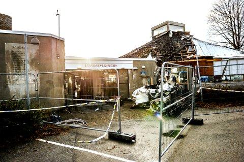 BRANNEN: Ennå er det usikkert hvor skadet det gamle biblioteket er etter brannen.