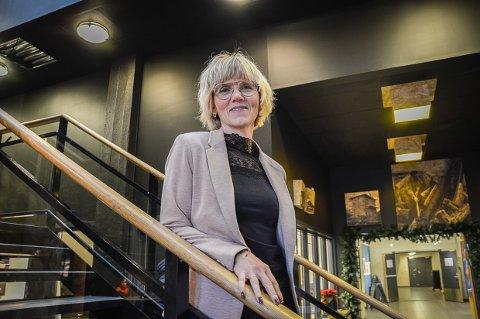 VITNET OM BIBLIOTEKET: Kari Moldvær, biblioteksjef, var et av vitnene i retten onsdag. Hun fortalte om savnet av å ha et folkebibliotek slik vi er vant til.
