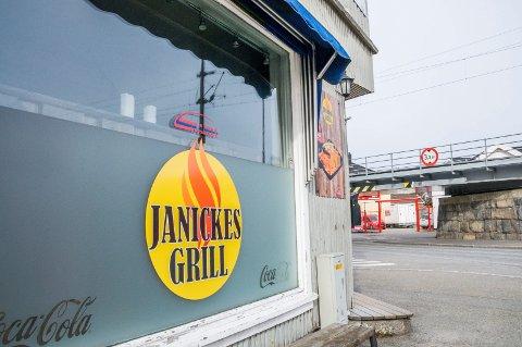 NYTT NAVN: Texburger-navnet er historie i Larvik. Nå står det «Janickes Grill» utenfor hjørnelokalet på Torstrands Torg.