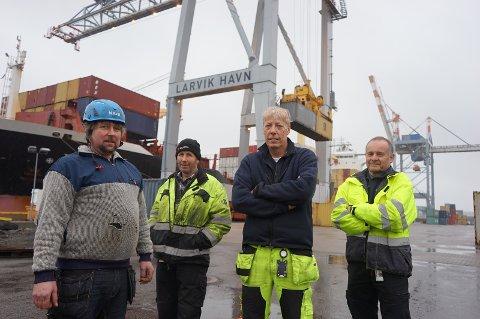 HAVNEARBEIDERE: Rune Aalvik, Borgar Hobæk, Morten Bjørn og Kjell Holand er noen av dem du blir bedre kjent med i serien Havna.