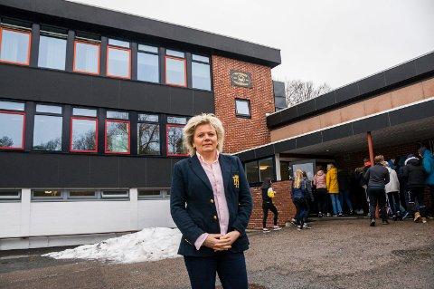 INNFØRER TILTAK: – Den siste drøye måneden har vi sett at det har sklidd ut, sier rektor Gro Baarnes Eriksen.