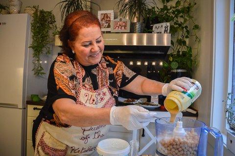 STARTER CATERING: Hiam Al-chirout byr på tre menyer med over 20 småretter på bestilling i sitt nye cateringselskap Hiams Kjøkken.
