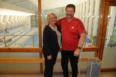 – Takk for innsatsen, Laila!: Jens Arne Larsen fra Larvik Handicap Idrettslag takker avtroppende trener Laila Borg for hennes 15 år som trener.