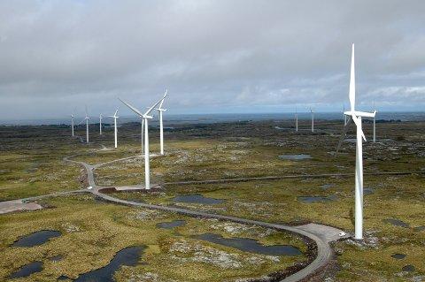 LANGS VEIENE? Jeg vet ikke hvor turbinene skal stå, men håper valget vil reflektere balansegangen mellom energibehov og naturskjønnhet. Selv om det er mye vind på Vindfjell, så kan svaret være å la fjellet forbli urørt. Er det mulig å gjøre som svenskene har gjort langs E6? Der øker faktisk smekre, hvite, høyreiste turbiner den visuelle kvaliteten. Sist jeg sjekket, blåser det langs veiene også, skriver Erling Røed Larsen.