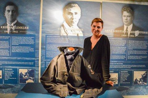 STOLT AV FARFAR: Kine Næss Dyran husker en farfar full av livsgnist og humør til tross for sin dramatiske krigshistorie som vises på Sjøfartsmuseet fra torsdag.