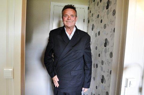 NED I VEKT: Even Sundy har gått ned nesten 50 kilo, og nå er dressen som passet for bare et år siden, alt for stor.