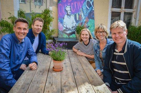 KAN SØKE TILSKUDD: – Vi er ute etter nyskapende prosjekter som tør å flytte grenser, smiler Endre Lindstøl (nummer to fra venstre), her sammen med ledergruppa i kultur, idrett og fritid, Bård Jacobsen, Camilla Svendsen, Kari Moldvær og Kjetil Lundberg.