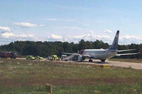 NØDLANDET: Et fly på vei fra Paris til Oslo måtte nødlande på Torp onsdag.