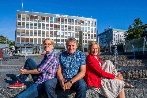SV-TOPPER: Asta Salvine Gulliksen (t.v.), Gunnar Eliassen og Lisa Agathe Winther er henholdsvis 3.-, 1.- og 2.-kandidat for SV foran valget i høst.