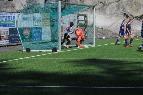 GOD KAMP: Ingvild B. Grøtting stod en meget god kamp for Nanset, men kunne ikke forhindre at Fagerli-jentene tapte 0-3 for Hønefoss lørdag ettermiddag.