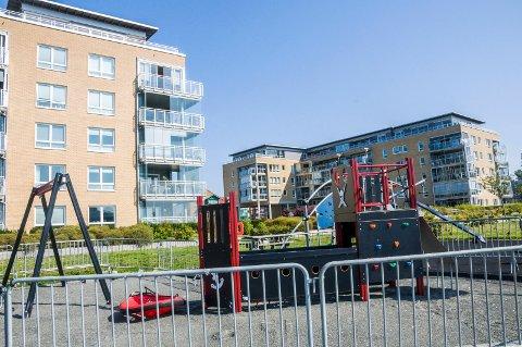 «RUVENDE»: – Vi ser med stor vantro på hva som er i ferd med å bygges på lekeplassen på utsiden av våre leiligheter, skriver beboerne i klagen.