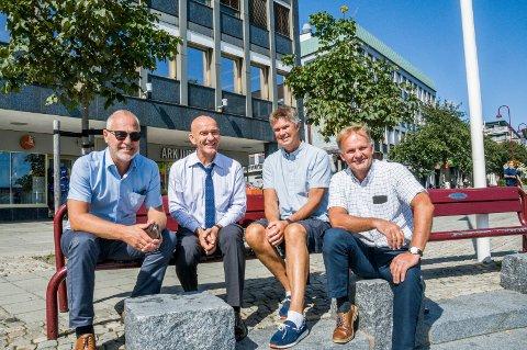 INTERCITY-KAMERATER: Rune Høiseth (t.v.), Olav Nordheim, Erik Bringedal og Knut Olav Omholt er enige om både stasjonsplassering og trasé inn mot Larvik.