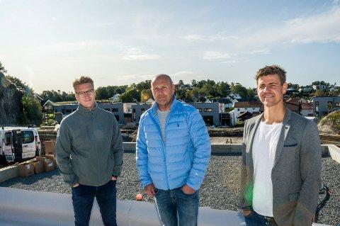 PÅ GARTNERLØKKA: Tom Erik Spartveit (t.v.), Gjert Åge Sommereng og Tom Erik Henriksen konstaterer at prosjektet har blitt en suksess.