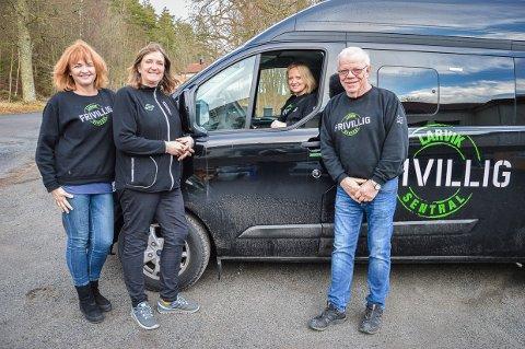 TRENGER BILER: - Kan næringslivet i Larvik hjelpe oss med flere biler til å kjøre eldre og uføre i Larvik? Spør Tone M. Anderssen, Anita Haga Meyer, Hilde Marie Liberg og Per Frøyd i Frivilligsentralen i Larvik.
