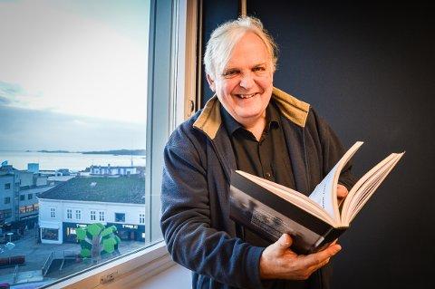 FASCINERENDE HISTORIE: Bjarte Engeset skulle lage et jubileumskriv til Larvik sjakklubbs 100-års jubileum. Han ble så interessert i historien at det ble bok.