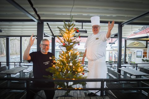 PRØVER NOE NYTT: Tommy og Kai Sundal ønsker velkommen til middager på Bøkekroa fram til jul.