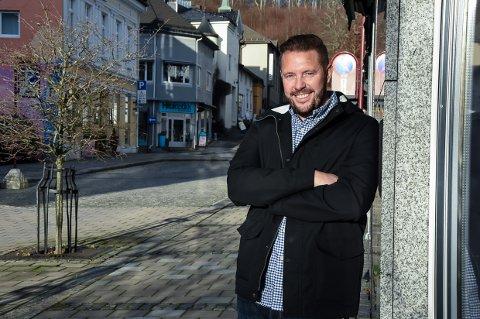 IMPONERT: Tobias Hofsøy er svært fornøyd med givergleden blant innbyggere i Larvik.