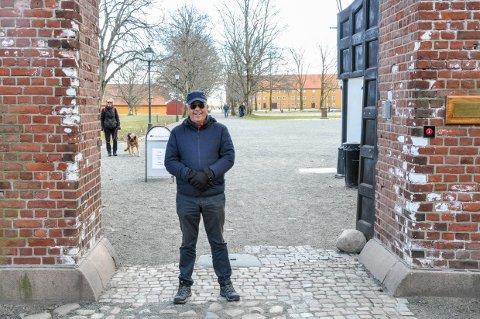 ØNSKER TILTAK: Fredriksvern Verft er et populært turmål for mange besøkende i Stavern. Peter Lindvall håper de fleste lar være å komme de neste ukene, av hensyn til smittefare.
