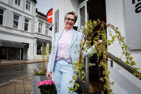 FORNØYD: – Det er så deilig å se folk igjen, sier Marit Meløy, som driver Karma i Kongegata.