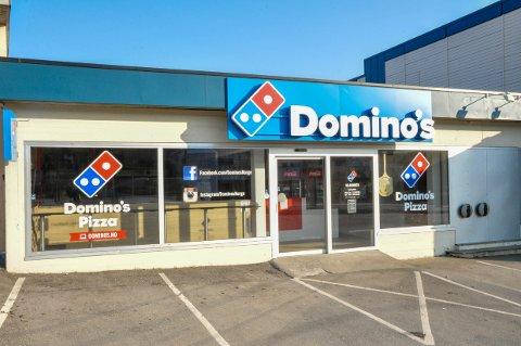 ANSATT SMITTET: Larvik kommune ber nå alle som besøkte Domino pizza i Nansetgate tre dager i forrige uke om å la seg teste for koronavirus.