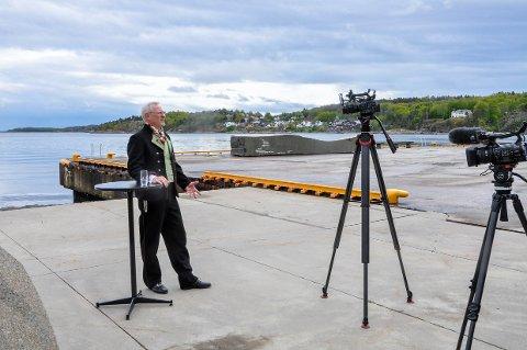 IKKE «LIVE»: Lars Ueland Kobro spilte inn 17. mai-talen på forhånd, fra Bølgen og ikke i Bøkeskogen. Resultatet kan du naturligvis se på selve dagen.