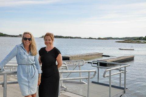 NYTT ANLEGG: Pernille Jacobsen (t.v) og Mari Blix-Arna i Bjønnes og Østby velforening setter pris på det nye badeanlegget, men frykter mange ikke får muligheten til å bruke det.