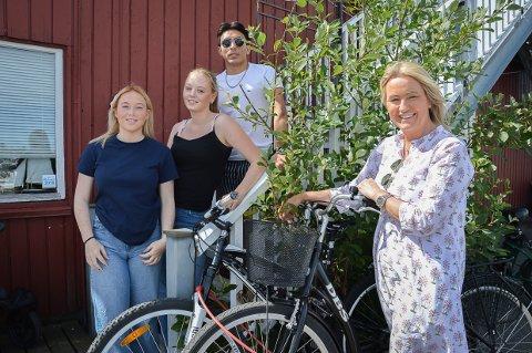KAN ENDE TRAGISK: De vil advare alle syklister om en trend som kan ende tragisk: Fra venstre Anna Haugene, Caroline Jakobsen, Ali Haidari og Inger Kristine Grønvold.