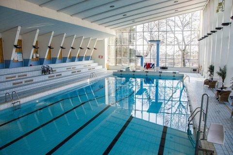 ÅPNER? Fra neste uke kan det bli lov til å benytte bassenget i Farrishallen til uorganisert svømming igjen.