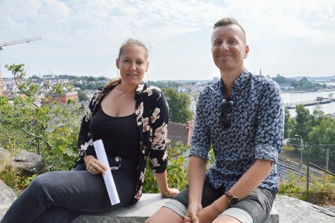 MANGE UNGE HAR SVART: Camilla Fjellvik Paulsen og Ole  Sannes Riiser i Larvik kommune synes det er gledelig at det er flest unge som har engasjert seg i spørreundersøkelsen om Gamlebyen og hva vi bør satse på å utvikle der.
