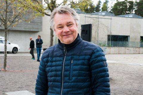 SMITTE: Daglig leder i Nøtterøy Håndball, Roger Meyer, bekrefter at to håndballspillere på klubbens herrelag er smittet. Nå sitter hele laget i karantene, inkludert trenere og ledere.