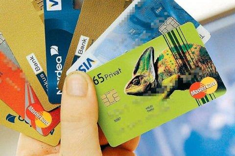 KORT: Kvinnen fikk lån og kredittkort ved å benytte seg av samboerens identitet. Slik fikk hun tilgang til flere hundre tusen kroner. (Illustrasjonsfoto/arkiv)