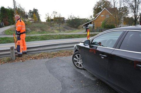 TRAFF AUTOVERNET: Autovernet fikk seg en solid trøkk i sammenstøtet. Bilen på bildet er en Volvo som også ble truffet.