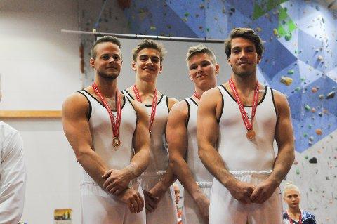 BRONSELAGET: Fra venstre: Lars Jørgen Fjeld, Vetle Talsnes, Joachim Haukeberg og Erik Enersen.  (Foto: Magnus Torp Antonsen)