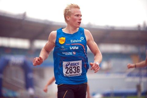 Bilhavari: Emil Oustad ble fast i St. Moritz, istedet for å løpe 800 meter i Belgia i helga. (Foto: Helge Langen)