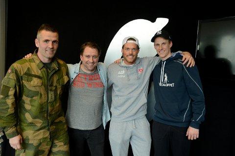 STORFINT BESØK: Kent Stenseth og Øyvind Mellum besøkte Jan Morten Frengstad og Magnus Torp Antonsen i podkast-studio i Østlendingen til første sending. Det ble en koselig time!