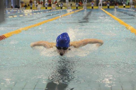 TALENT: Oda Erikka Holberg (14) fra Elverum imponerte stort under Bergen Swim Festival. Blant annet klarte hun NM-kravet på 200-meter butterfly. Foto: Håvard Hofstad Ruud