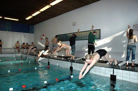 DAGENS: I dag må svømmeglade store og små i Tynset nøye seg med et 12,5 meterbasseng som er over 50 år gammelt.