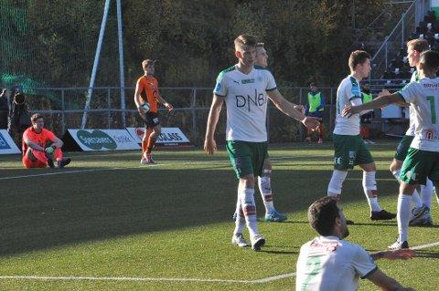 BLYTUNGT: Morten Sætra ble sittende på bakken etter HamKams fjerde mål mot Nybergsund.