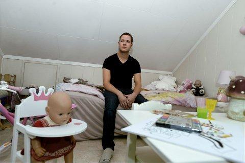 LANG VENTETID: Fredrik Engebakken har ikke sett datteren sin siden januar.