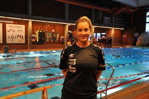 FORNØYD: Den nye Elverum-hovedtreneren, Julia Grace Nilsberg Meyer, var svært fornøyd med at samtlige Elverum-svømmere perset under Julesvøm