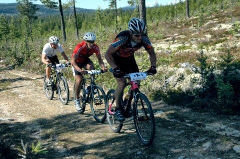 Naturtrasè: Steffan Repshus først, deretter Rune Buer Johansen og Pål-Andre Thorsby under ett av de første rittene over Mora.