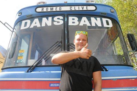 FORNØYD: Gatebil-debutant Mats Paulsen er storfornøyd som fersk busseier.