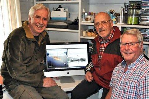 REDAKSJONEN: John Fiskvik (til venstre) som er ansvarlig for redaksjonen for boka «Hva skogene ga oss», forfatter Tor Strømsmoen og Ingar Sand som er ansvarlig for layout/design/bilder.