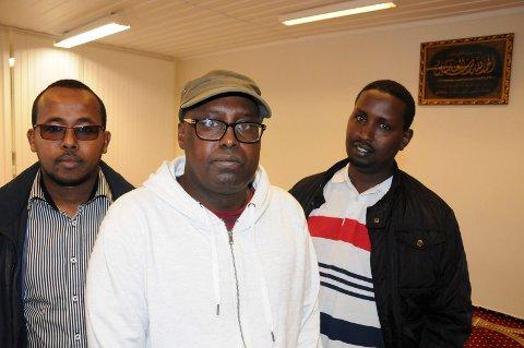UDEMOKRATISK STYRESETT: Abdulkadir Hassan  (fra venstre), Saleeban Gedi og Ali Afrah i Fjellregionen Islamske Kultur Senter på Tynset, beskylder styret for ikke å følge demokratiske spilleregler.