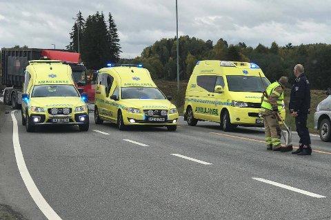 RYKKET UT: Nødetatene rykket raskt ut til stedet på rv. 25 og hele tre ambulanser ble sendt til stedet.