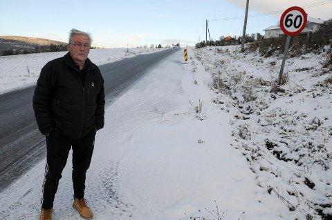 TRAFIKKFARLIG:- Det er digre høl på en halv meter i veien. Sånn bør det ikke være over vinteren, mener Odd Sigmund Bredesen.