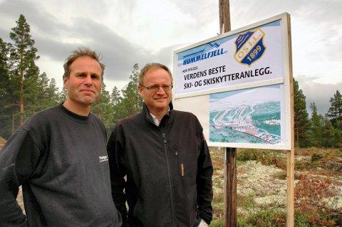 ÆREFULLT VERV:  Lørdag ble Arne Horten  til høyre) enstemmig valgt til ny president i Norges Skiskytterforbund. På bildet står han sammen med Arnfinn Bakken som var  dugnadsgeneral for TOS Arena i Hummelfjell på Os.